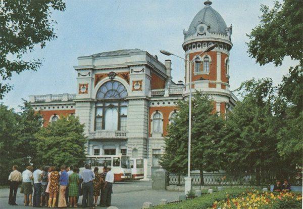Здание Художественного и краеведческого музеев, Ульяновск, 1977 год