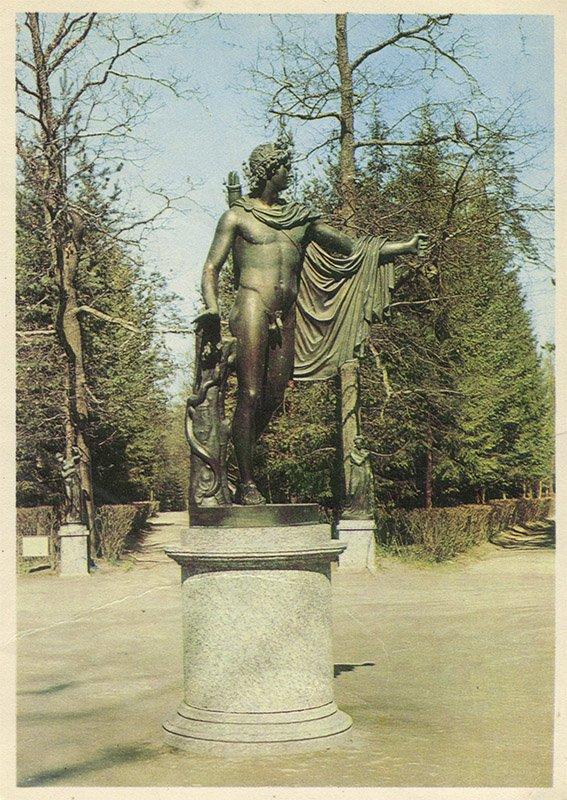 Статуя Аполлона на площадке Двенадцати дорожек, Павловский парк, 1970 год