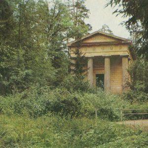"""Mausoleum """"spouses blagoedetelyu"""" Pavlovsky Park, 1970"""