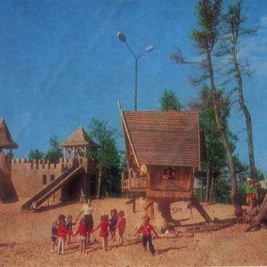 Детская площадка в городском парке, Надым, 1987 год