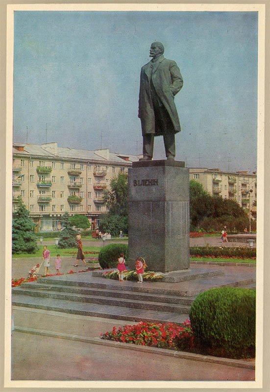 Monument them. IN AND. Lenin, Rivne, 1978