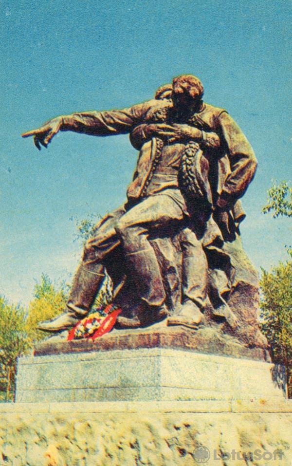 Скульптурная композиция на площади героев, 1968 год