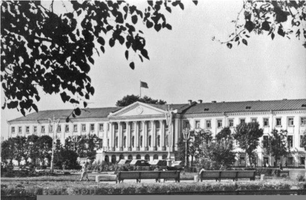 Ярославль. Советская площадь. Исполком Совета народных депутатов, 1979 год