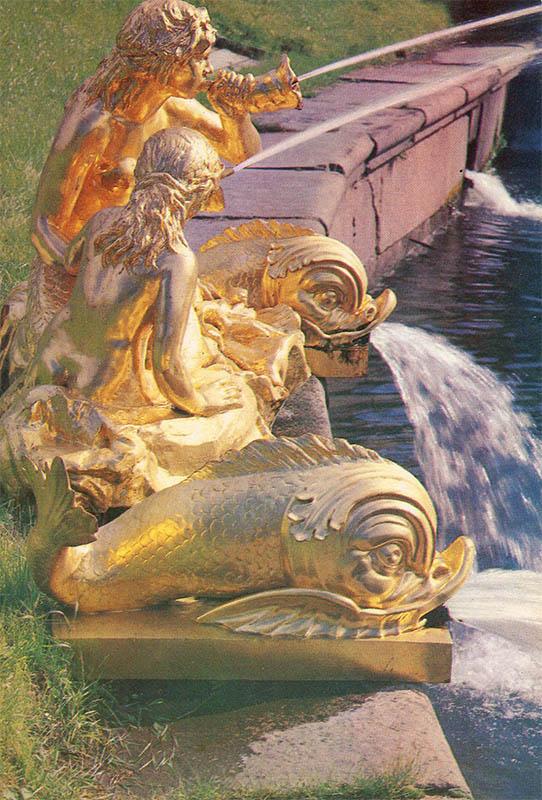 """Скульптурная группа """"Сирены"""", Петродворец, 1980 год"""
