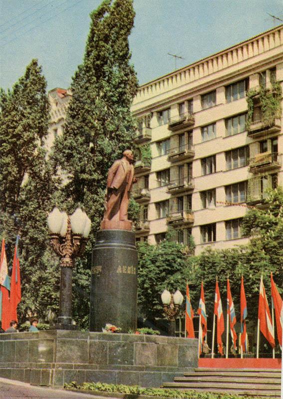 VI monument Lenin, Kiev, 1970